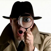 Detective_looking_through_magnifying_glass